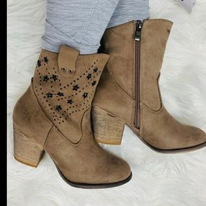 Tiara, Los Angeles, Boots